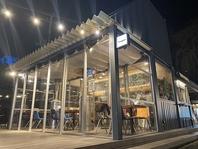 開放的なテラス席も冬仕様に!囲いがついて暖かさ◎