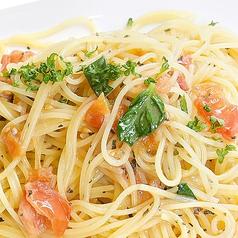 料理メニュー写真トマトとバジルのオイルパスタ(スパゲッティ)
