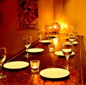 落ち着いた内装の店内で自慢の鍋料理を!モダンな店内でパーティー、女子会を!自慢の鍋料理を落ち着いたお席でご堪能ください♪