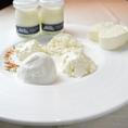 自慢のフレッシュチーズはモッツァレラ、リコッタ、マスカルポーネ、カッテージ、フロマージュの5種類をご用意!単品から5種類盛り合わせまで、好みに応じて対応致します!その他、自慢のチーズを使用したお料理も多数ご用意!チーズやイタリアンによく合うワインも豊富にご用意致しております!