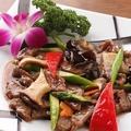 料理メニュー写真季節野菜と牛肉の特製炒め