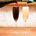 グラスワインは8種以上、ボトルワインは100種類取り扱いがございます。世界各地より厳選し仕入れた充実のラインナップ。お料理ともよく合います。人気No.1は「なみなみスパークリング」。スパークリングワインを零れんばかりに、なみなみと注ぎます。赤・白・ノンアルとございますので、お料理のご注文やお好みに合わせて♪
