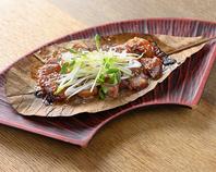 ◆厚切り豚の青唐辛子味噌朴葉焼き