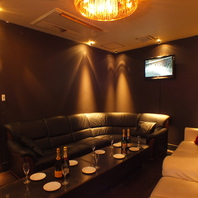 《VIP個室》贅沢ソファ完全個室で非日常を!