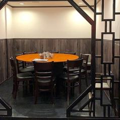 【半個室】8名~10名で使っていただける円卓のテーブル!宴会や食事会にぴったり
