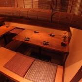 入口右のお席。掘りごたつ個室は宴会に最適