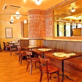 【テーブル席】2~4名様向け。開放感のあるフロアのテーブル席は、お食事会やサク飲みにもおススメ◎広々とした空間には、様々なタイプのお席をご用意!1名様からご利用いただけます♪是非、お気軽にお立ち寄りください★