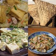 沖縄の家庭の味を再現した沖縄料理が各種揃う