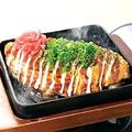料理メニュー写真ふわとろ山芋の海鮮モダン焼
