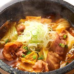 料理メニュー写真牛肉とキャベツのピリ辛石焼 (花椒油添え)
