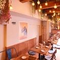 天井が高く明るいテーブル席は最大30名様までご利用いただけます。
