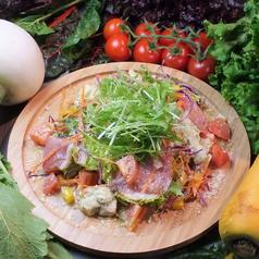 料理メニュー写真阿蘇自然豚のスモーク生ハムとアボカドクリームのサラダ