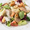 料理メニュー写真クリームチーズとガーリッククルトンのシーザーサラダ