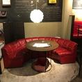 4名様向けのソファー席です。お客様の人数に合わせたお席をご用意いたします。