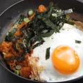 料理メニュー写真キムチ焼めし(目玉焼のせ)