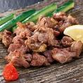 「ごろ焼き」ともいう鶏肉の旨みを十分に閉じ込めた宮崎の豪快料理です。強めの炭火で一気に焼くことで、鶏の旨みをぎゅっと閉じ込めています!