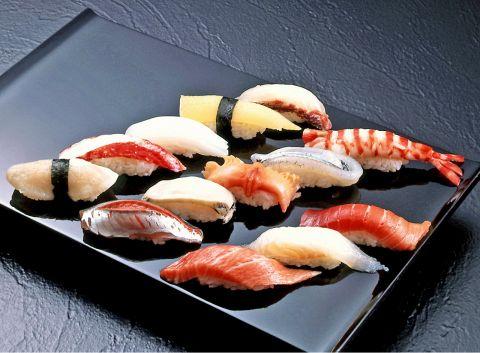 旬の食材に拘った本格江戸前鮨を提供します。(お好みにぎり1カン162円~)
