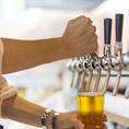 自社の醸造所で作った出来立てビールが味わえます。