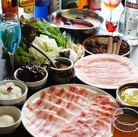 野菜でお酒がすすみます!食べやすく奥深い麻辣・白湯スープを使用☆火鍋専門店です♪