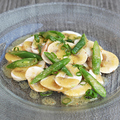 料理メニュー写真フレッシュマッシュルームといんげんのサラダ