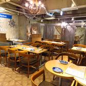 シーフードマーケットが目の前にある4名様用テーブル席。ライブ感があり、マーケットを見ながらお食事を楽しめます。
