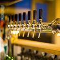 夜に光り輝くビールサーバー
