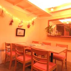 テーブル席は全部で二席ございます。会社の飲み会や打上げに最適なテーブル席!ゆったり食事を楽しみたい方におすすめ!
