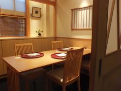 テーブル席は4名様用が3卓。最大12名様まで御利用頂けます。
