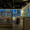 品川駅港南口より徒歩1分とアクセスも良好。ガラス張りの外観が特徴です。