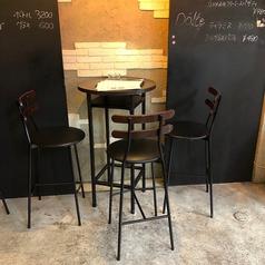 3名様向けのテーブル席です。お客様の人数に合わせたお席をご用意いたします。
