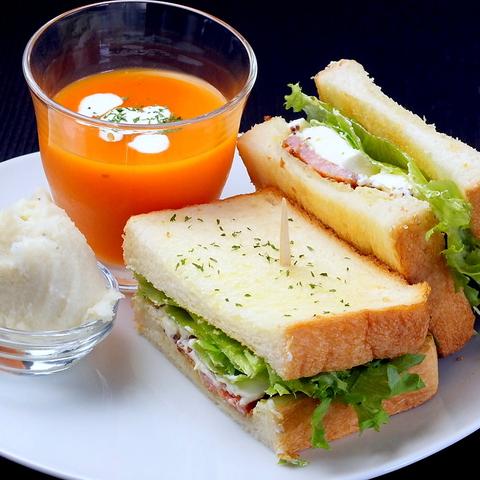 12:00-15:00はランチセットで手軽に野菜を。【ランチ限定クーポンあり】