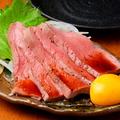 料理メニュー写真牛ハツ刺し(卵黄醤油)