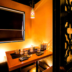 ◆中規模の宴会にも8名まで対応可能な個室を用意しております◎扉付きの完全個室になりますので、女子会・合コン・チームでの宴会にもピッタリの空間に早変わりします。各種クーポンでお得に♪