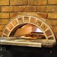 石釜で焼く本格ピッツァをお召し上がりください。