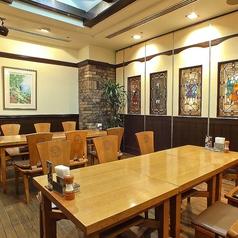 20名様までの完全個室は、絵の飾られた洋風の品のある部屋は会社での接待などにも向いています。