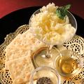 料理メニュー写真ふわふわ花びらチーズ(テット・ド・モアンヌ)