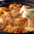 チーズタッカルビ、チーズフォンデュ、お鍋含む41品食べ飲み放題、その他アラカルト料理は男女ともに人気。2000円~
