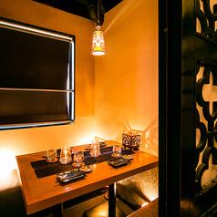 ◆2名様からご利用頂ける少人数向けのテーブル個室です。間接照明のきいた空間で特別な夜のひとときを。誕生日記念日プレートクーポンでメッセージ入りのプレートをご用意致します♪