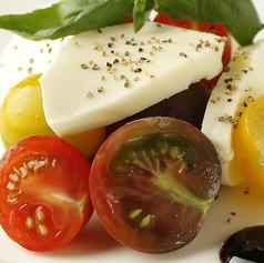 フレッシュトマトとモッツァレラチーズのカプレーゼ