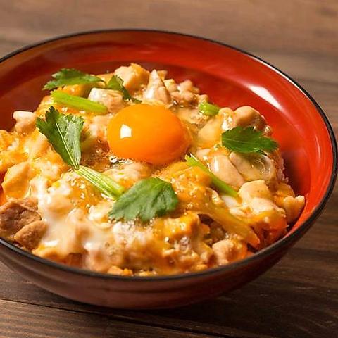 鳥料理屋の極上親子丼と絶品鳥白湯の担々麺