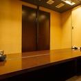 7名~8名までOKの個室。お隣とのスペースがあり、ゆっくり座れます。