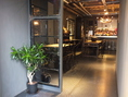 岡山駅徒歩5分の好立地!一歩足を踏み入れると、非現実的な空間が広がります…。女性建築デザイナーが手がけたスタイリッシュなスペースで温かいお料理とサービスを堪能して下さい。
