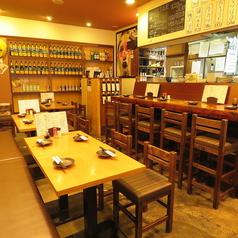 テーブル席は、4名掛けを4組ご用意しております♪真ん中の2組は繋げての利用も可能ですので、グループでの飲み会にもご利用下さい!