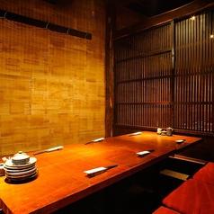 6名様まで可能な個室。どこか懐かしさも覚える、縁側付きのお部屋。プライベートな空間で当店自慢の料理やお酒を楽しめます。