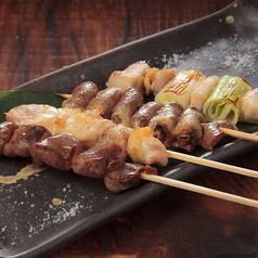 料理メニュー写真串焼き盛り合わせ(4串)