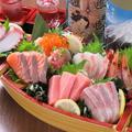料理メニュー写真「海鮮7種」舟盛り~本マグロ中トロ入り~