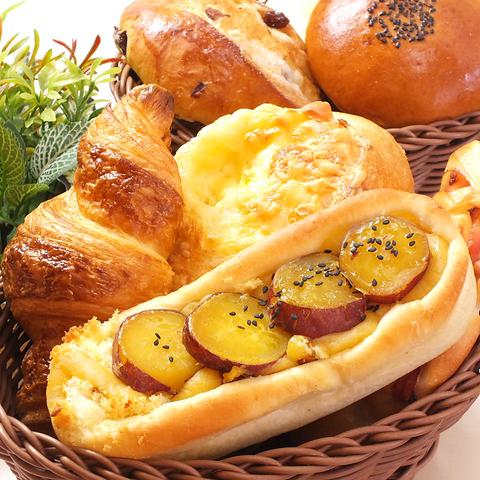 2Fのカフェスペースでゆっくり寛ぎながら楽しめる、ふっくらもちもちの手づくりパン☆