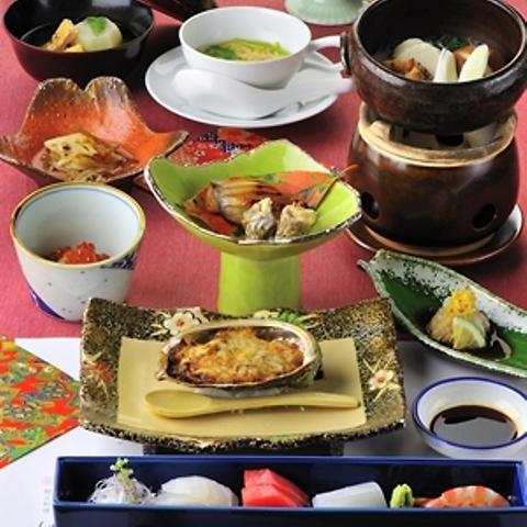 老舗ならではの旬鮮美味をご堪能。料理長が腕を振るう【会席料理】や【郷土会席】を。