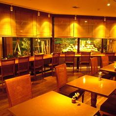 夜景を楽しめるコチラのテーブル席はカップル、ご家族、仲間内でのプライベート飲み会に最適◎美味しいお料理とおしゃれ空間で、素敵な思い出となる1日を過ごしてください♪