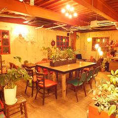 ≪1名様×10席≫店内中央にある、お一人様から最大10名様でご利用頂ける大きなテーブル席をご用意◇シーンに合わせてご利用下さいませ。